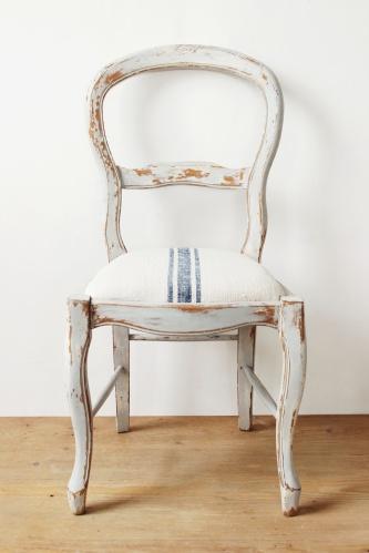 tejfestékkel festett kárpitozott szék