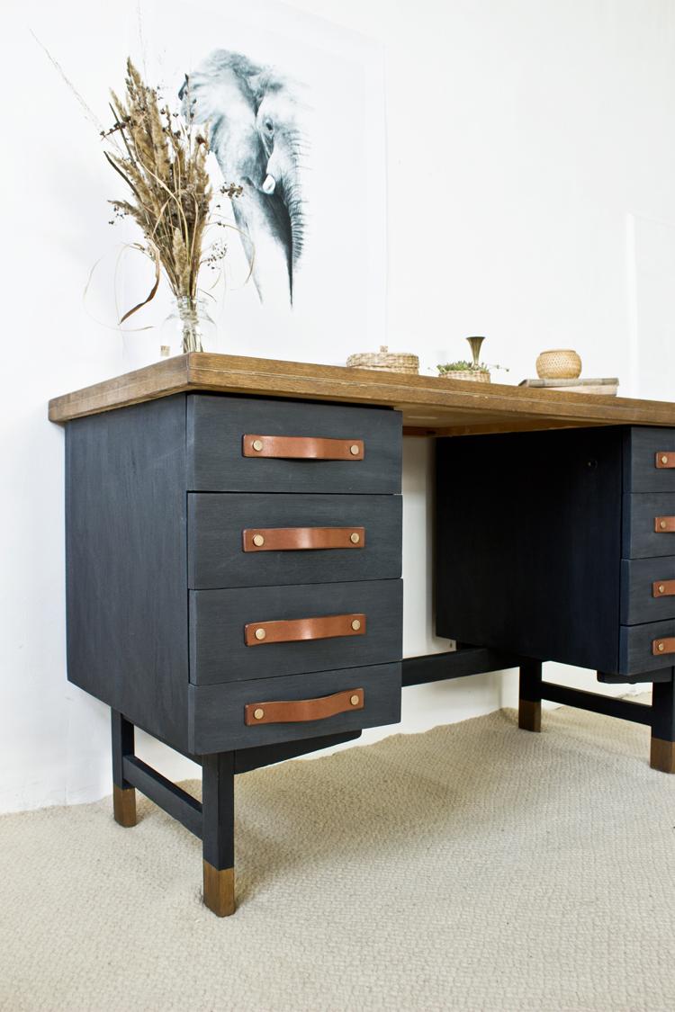 kék-asztal-renovatura